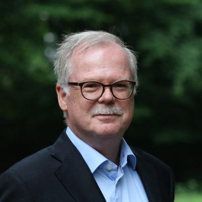 Dr. Ludger  Arnoldussen